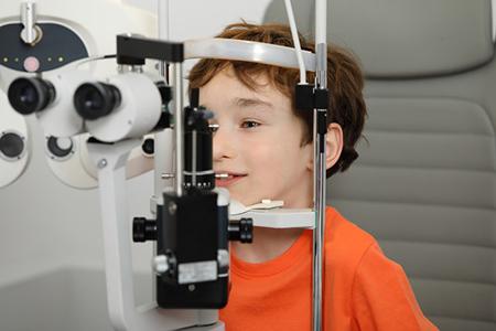 小学生近视多少度需要戴眼镜?