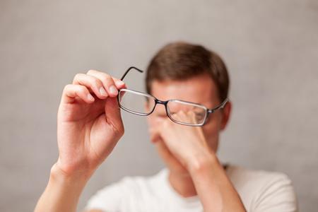 干眼症跟经常流泪有关系吗