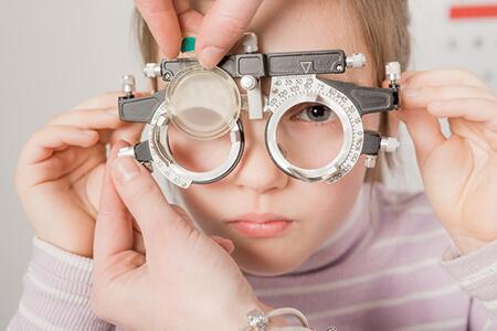 儿童近视配什么眼镜好呢?