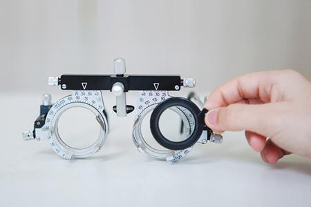 合肥验光配镜是去医院还是眼镜店?