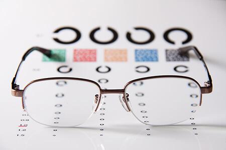控制近视有妙招:离焦镜片是什么?离焦镜片适合孩子戴吗?