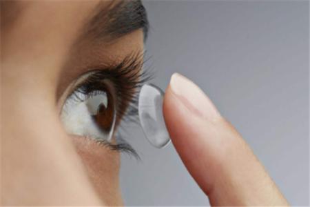 带隐形眼镜的危害居然有这么多?