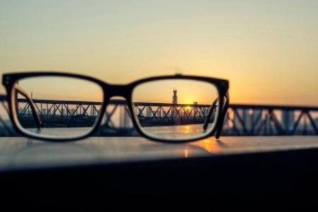 激光近视手术治近视眼的优点是什么?