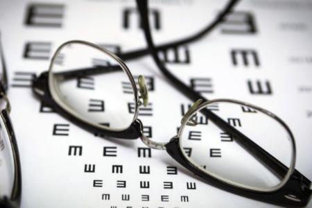 做激光手术治疗近视有什么后遗症吗?