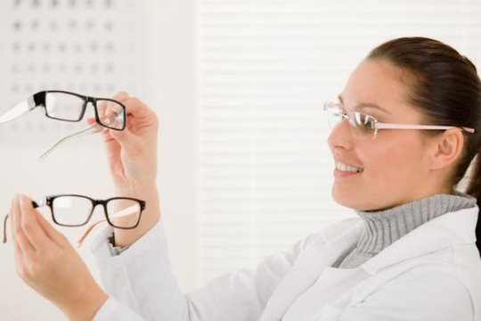 激光治疗近视有风险吗?