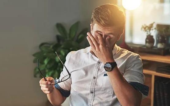 患有干眼症吃什么维生素管用呢?