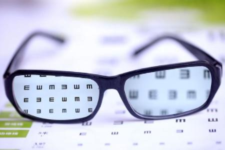 青少年适合配近视控制渐进片吗?