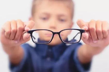 配戴得隐形眼镜的九大顾虑是什么?