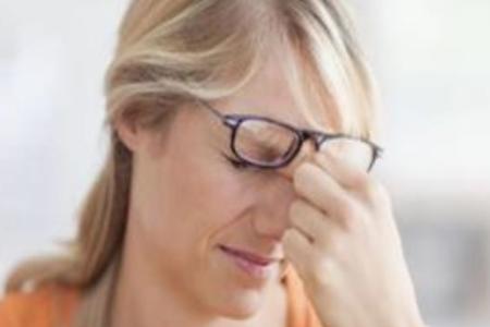女50岁眼睛花了模糊看不清怎么办?